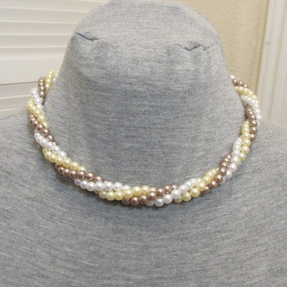 Jewelry - 3 strand faux pearl necklace